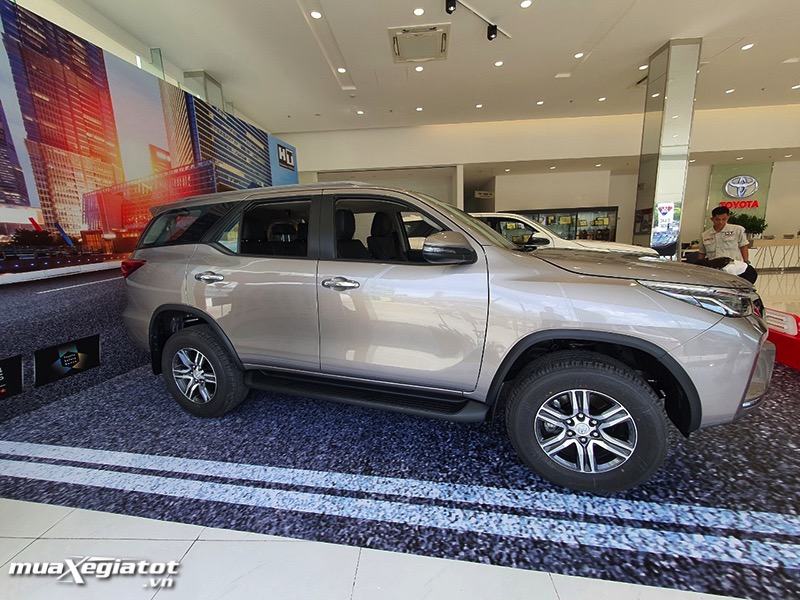 than-xe-toyota-fortuner-2021-toyota-tan-cang-muaxegiatot-vn-12