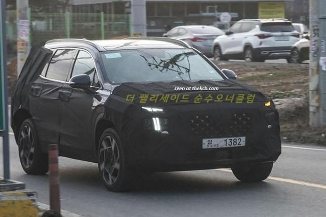 Hyundai Santa Fe 2021 ngụy trang chạy thử tại Hàn Quốc. Ảnh: Koreancarblog