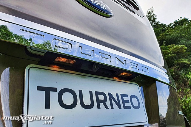 den-roi-bien-so-ford-tourneo-2020-2021-muaxegiatot-vn