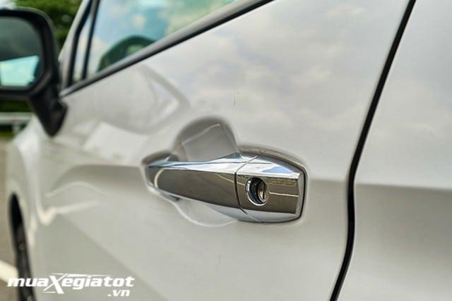 tay-nam-cua-mitsubishi-xpander-mt-2021-muaxe-net