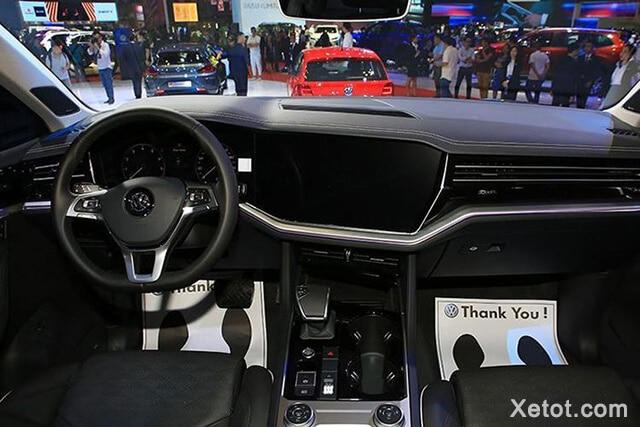 khoang-hanh-khach-xe-volkswagen-touareg-2021-muaxe-net