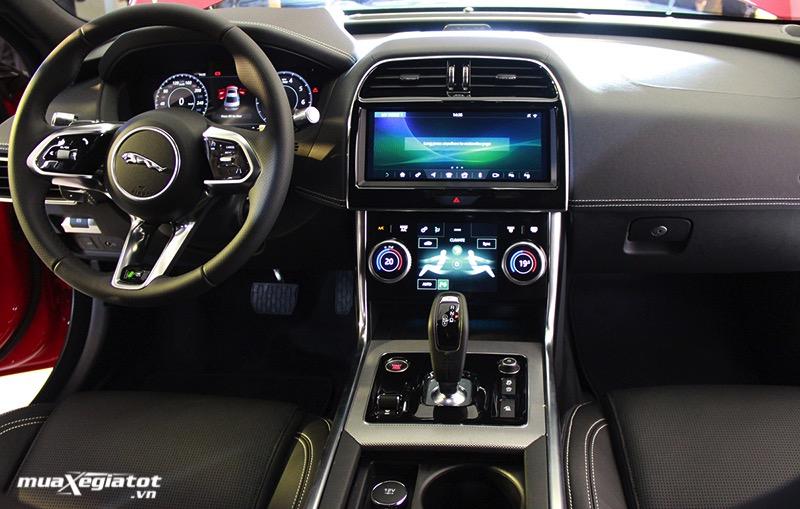 khoang-noi-that-jaguar-XE-2021-muaxe-net