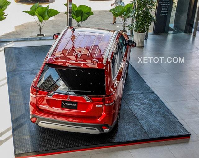 duoi-xe-mitsubishi-outlander-2021-2-0-cvt-premium-mau-do-muaxe-net