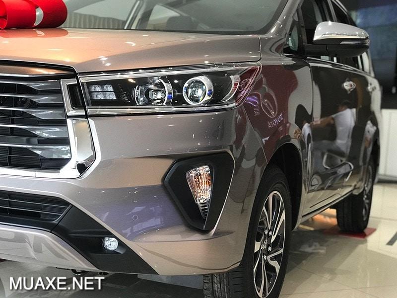 Một góc xe Toyota Innova 2.0G 2021