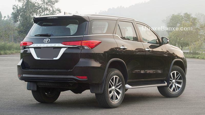 duoi-xe-toyota-fortuner-2-7at-4-4-2021-may-xang-2-cau-muaxe-net