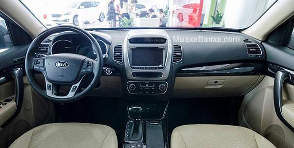 Xe cũng sở hữu cửa sổ trời Panorama điều khiển điện tiện lợi, mang đến cảm giác thoáng đãng và gần gũi với thiên nhiên khi ngồi trong cabin.