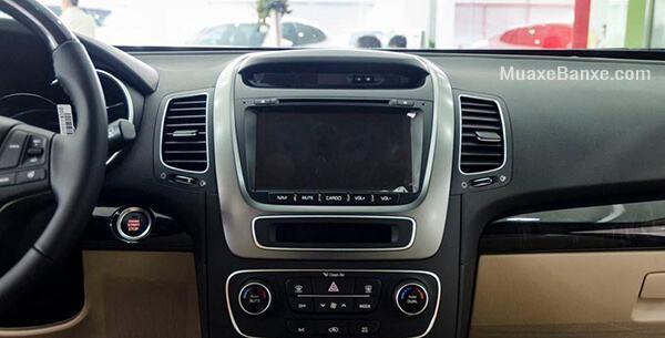 Kia Sorento 2019 máy dầu khá nổi bật ở hạng mục này với hàng loạt trang bị như hệ thống âm thành gồm đầu DVD, cổng kết nối AUX, USB, Ipod, bluetooth, và 6 loa.