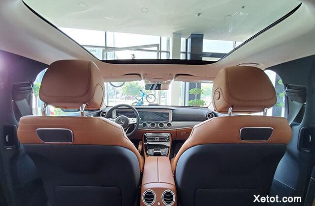 cua-so-troi-xe-mercedes-e300-amg-2020-muaxegiatot-vn