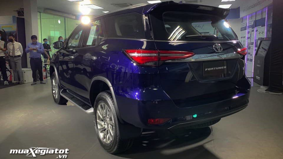 hong-xe-toyota-fortuner-2021-tai-thai-lan-muaxegiatot-vn
